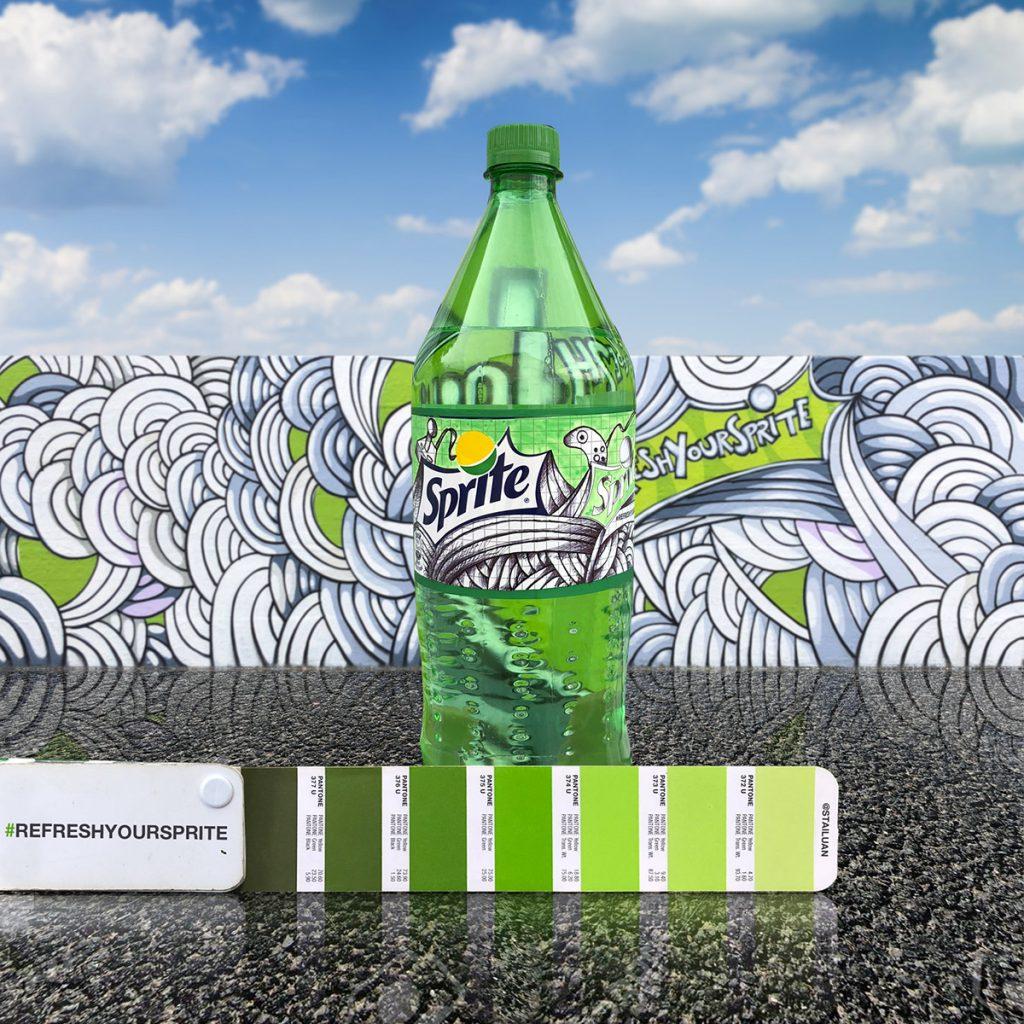 """Andrea Antoni firma la campagna """"Refresh Your Sprite"""" disegnano un graffito e un etichetta."""